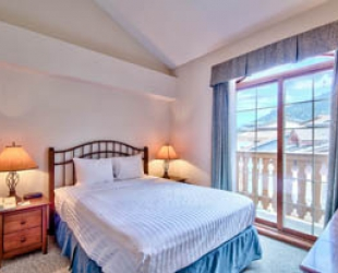 Hearthstone Lodge 1 Bedroom - Photo: Bear Country