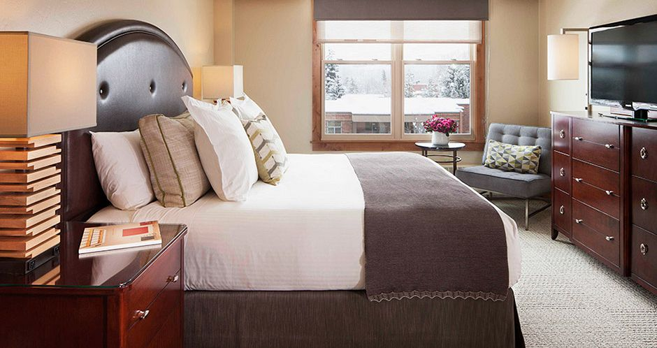 Spacious king rooms for those seeking a romantic ski vacation in Aspen. Photo: Limelight Aspen - image_2