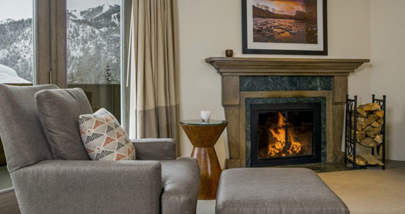 Wonderful hotel rooms with wood burning fireplace. Photo: Knob Hill Inn - image_3