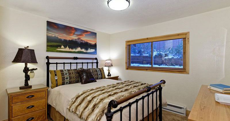 Plush bedding for a comfortable stay. Photo: Crestwood Condos - image_3