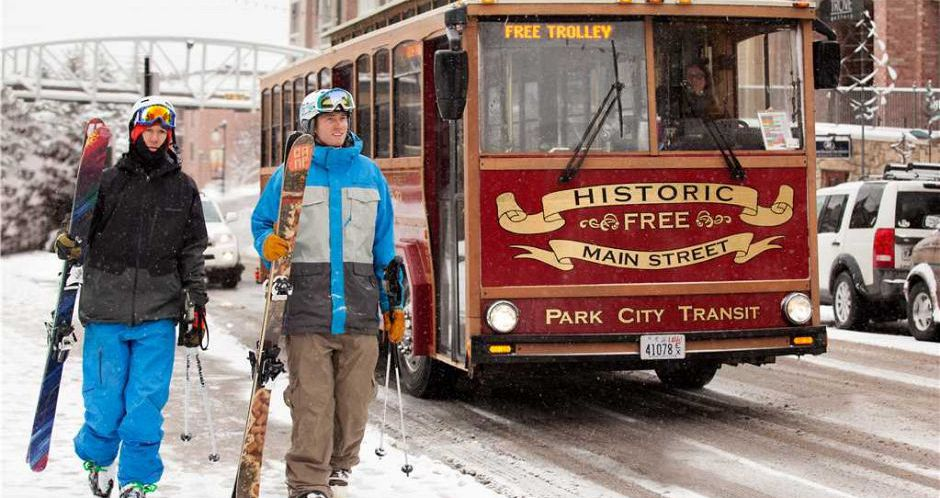 Easy access to the slopes via the free shuttle. - image_4