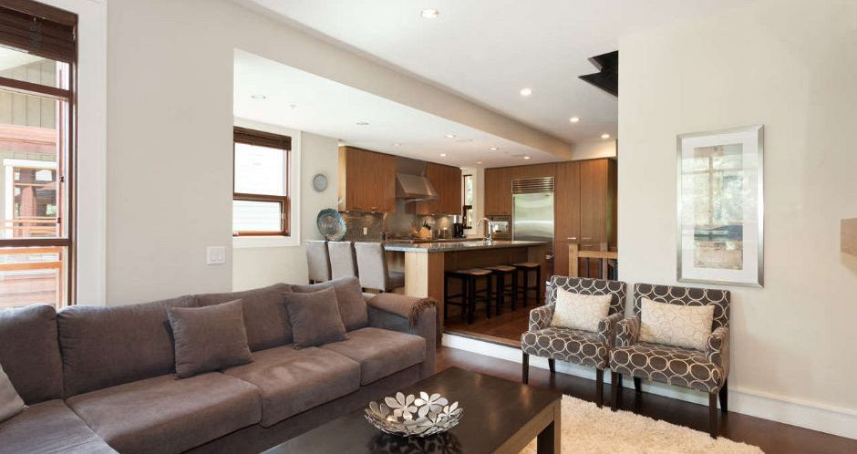 Spacious living and dining areas to entertain. - image_10