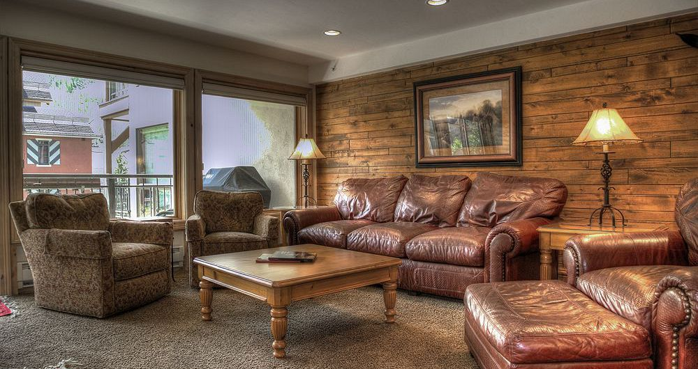 Spacious living areas, ideal for a family ski vacation. Photo: Wyndham Vacations - image_4