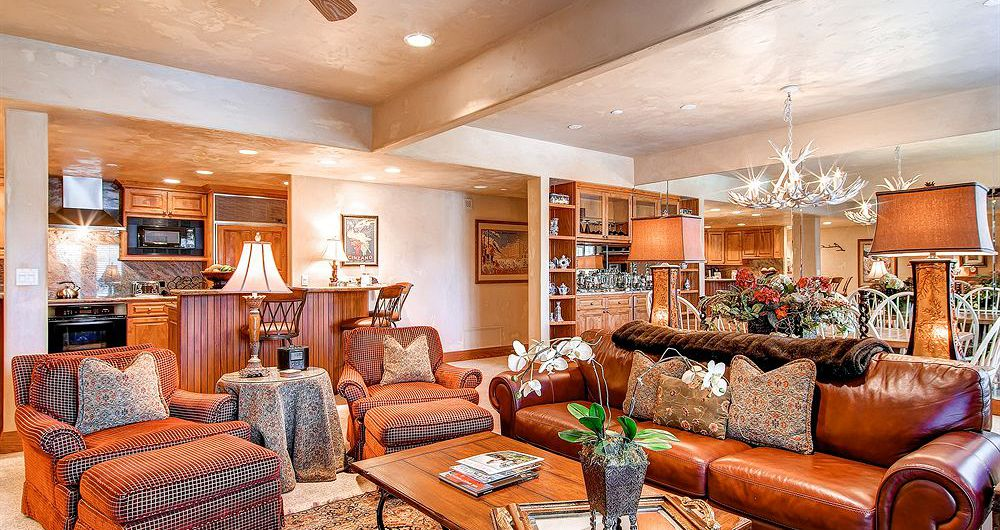 Spacious living and dining areas for the whole family. Photo: The Charter at Beaver Creek - image_3