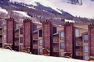 The Enclave offers fantastic affordable slopeside condos in Snowmass. Photo: Wyndham Vacations