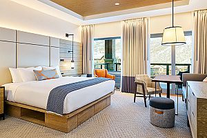 Light and spacious king rooms - Photo: Limelight Snowmass
