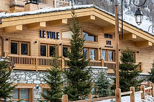 Fantastic slopeside hotel in Val d\'Isere. Photo: Le Yule