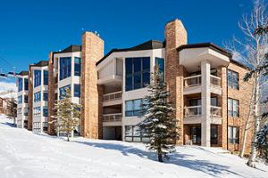 Fantastic ski-in ski-out access on the slopes of Steamboat ski resort. Photo: Chateau Chamonix