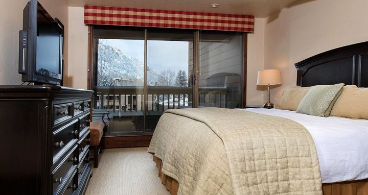 Cosy, yet comfortable, offering a good choice of lodging for budget ski packages. Photo: The Gant - image_11