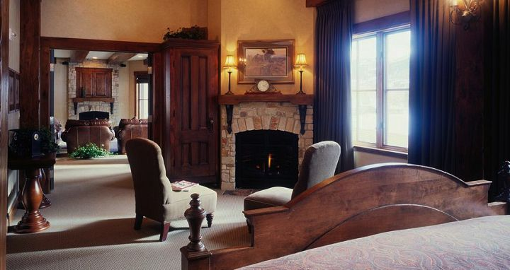 Each room boasts a wonderful fireplace. Photo: Hotel Park City - image_2