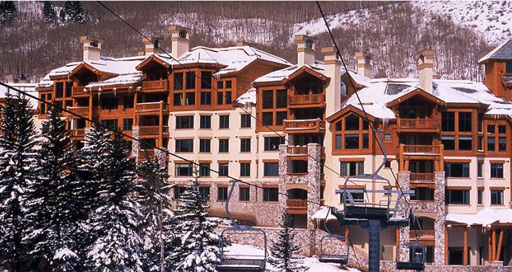 Ideally located in the Beaver Creek Village. Photo: Elkhorn Lodge - image_4