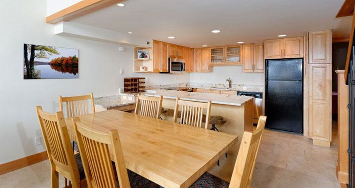 Well-equipped kitchens and dining. Photo: The Crestwood Condos - image_3
