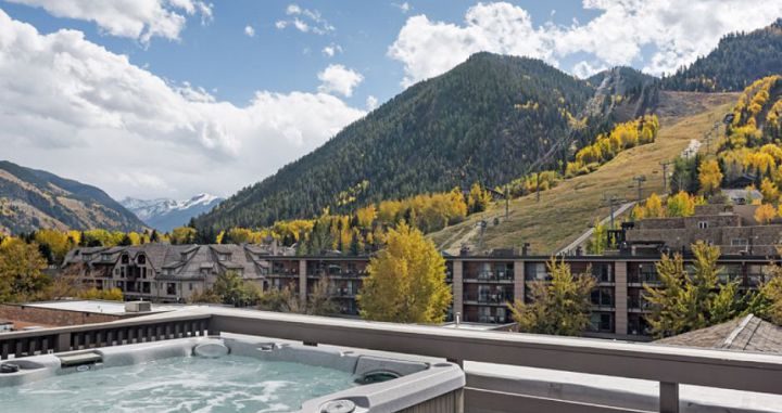 The best hot tub in Aspen! Photo: Independence Square Hotel - image_1