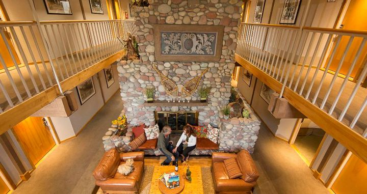 A mountain-style inn with warm Colorado hospitality. Photo: Aspen Mountain Lodge - image_5