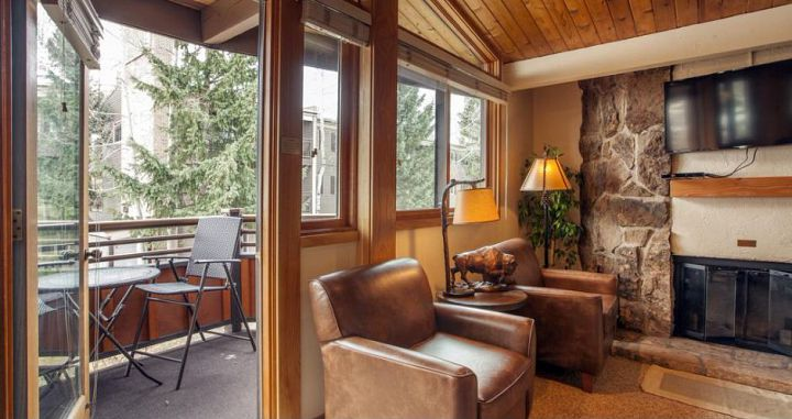 Wonderfuly wood burning fireplaces and balconies to enjoy the best of Winter in Aspen. Photo: Two Roads Hospitality - image_4