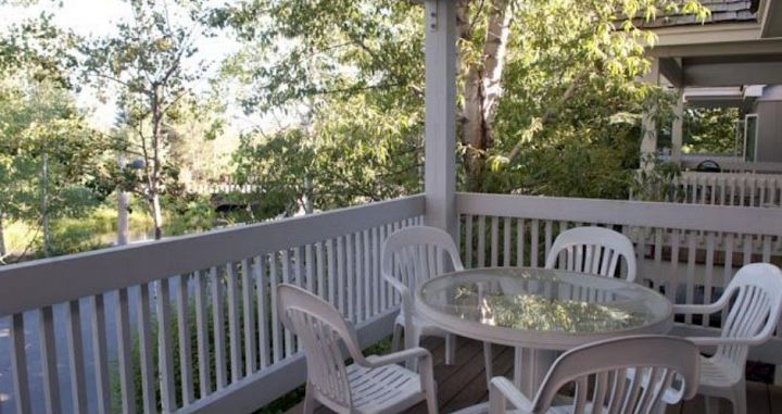 Enjoy private deck or patio areas to relax. Photo: JHMR Lodging - image_4