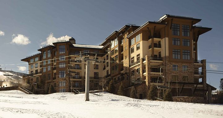 Enjoy ski-in ski-out access to the slopes of Aspen Snowmass. Photo: The Viceroy - image_16
