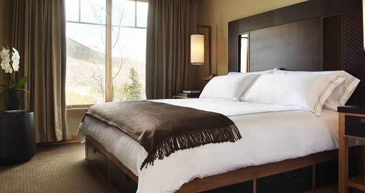 Flexible bedding options to suit couples, solo skiers, and groups. Photo: The Viceroy - image_5