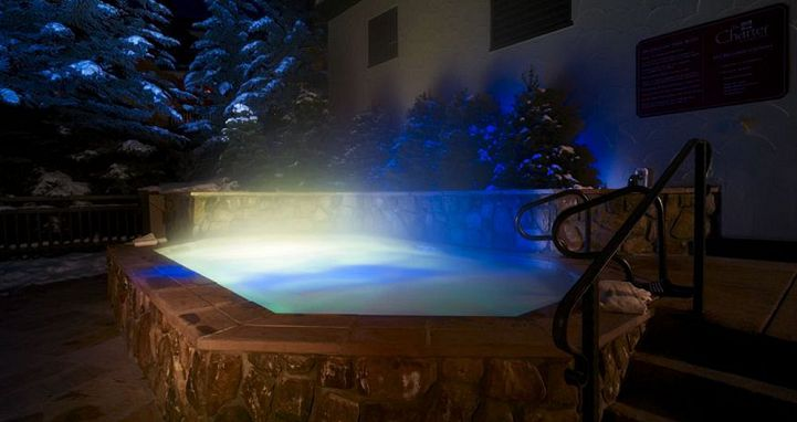 Enjoy the outdoor hot tub after a day on the slopes. Photo: The Charter at Beaver Creek - image_18