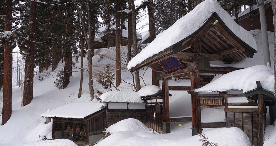 Shrine in Nozawa Onsen. Photo: Scout